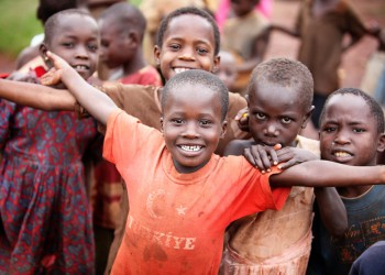 people-helping-african-children-775